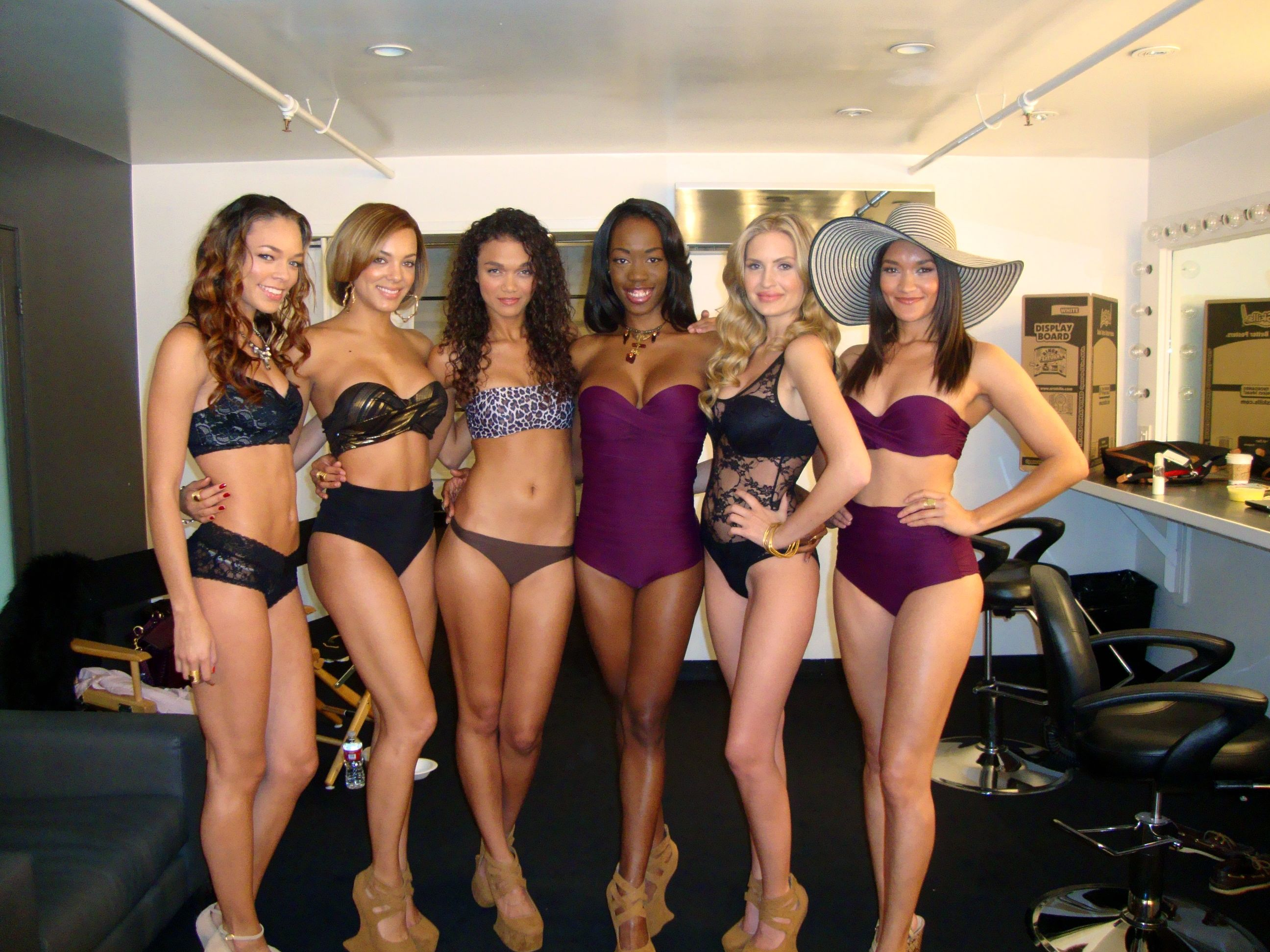 Etalvia with fellow models