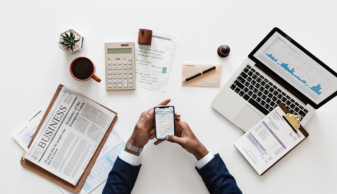 desktop business accounting - 2500x1440.