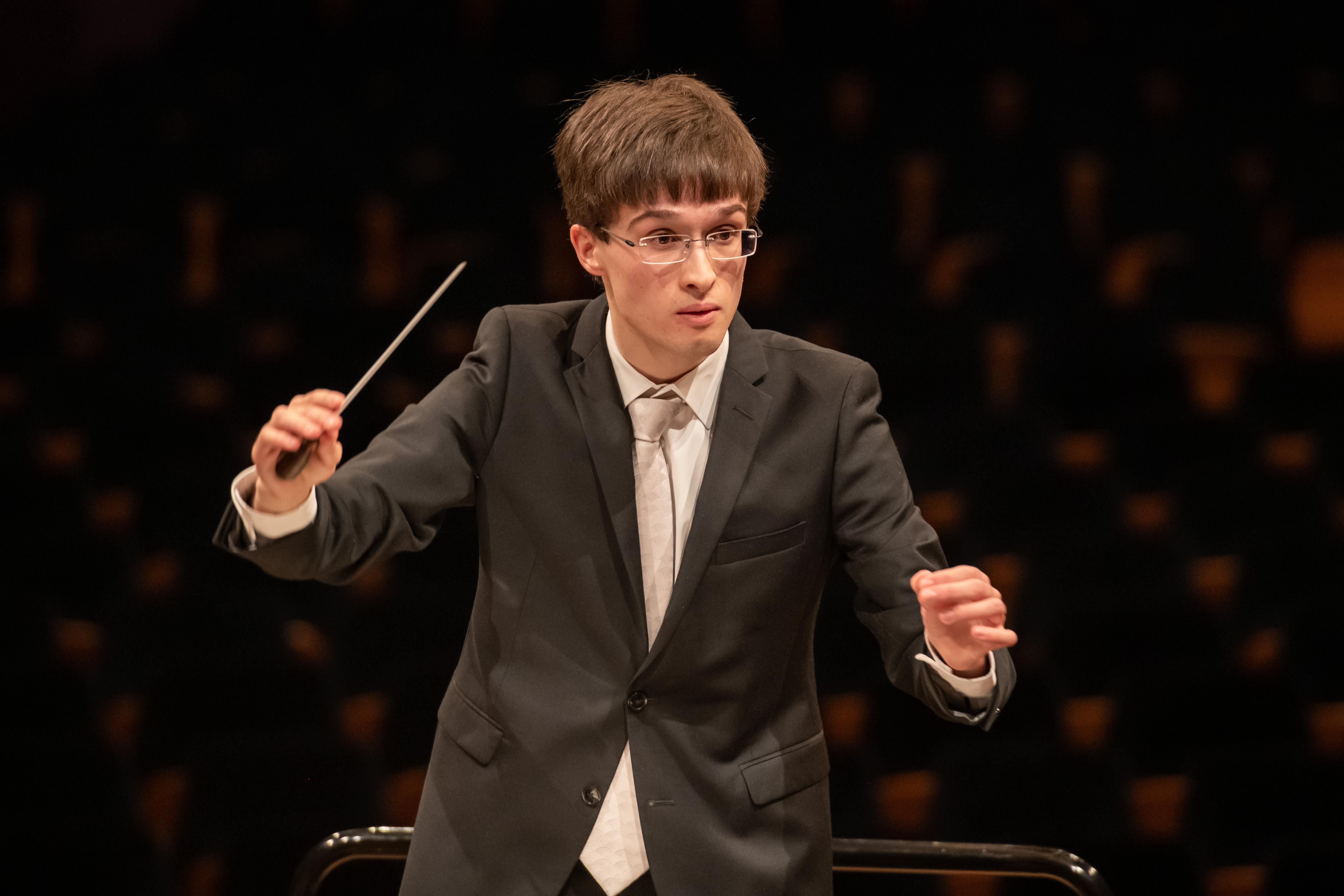 Jonas Bürgin mit dem Zentraalschweizer Jugensinfonieorchester