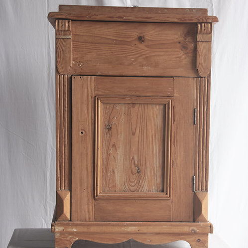 Commode Cabinet / Night table