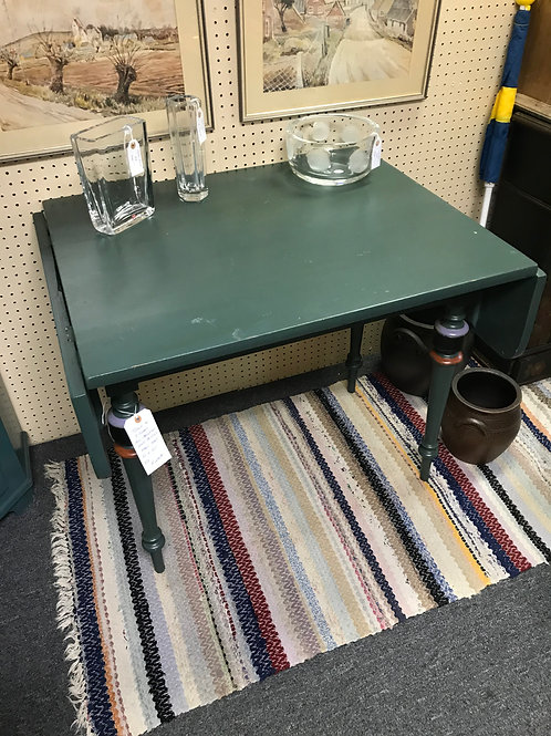 Cottage table with three chairs