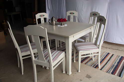 Expandable Table with Six Chairs