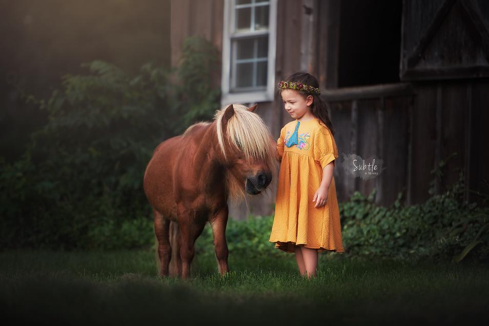 child photo with pony on the farm