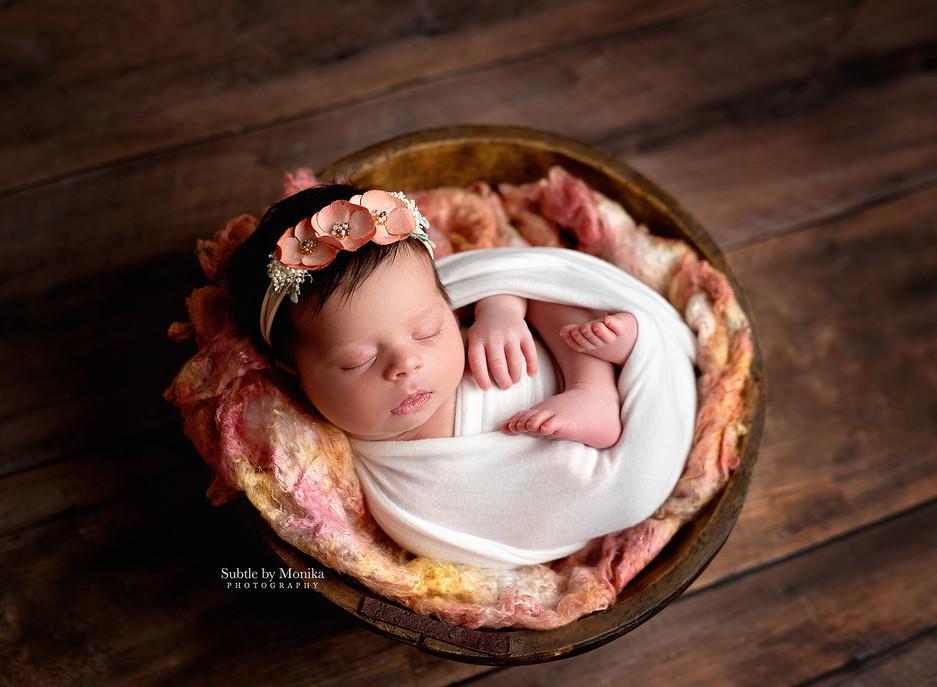 newborn girl photo session in the studio