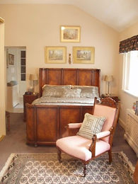 The Nanny's Room - Ensuite bedroom with a spacious bathroom | Springfield Bed and Breakfast