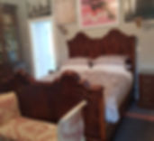 The Pink Room - Ensuite bedroom with a spacious bathroom   Springfield Bed and Breakfast