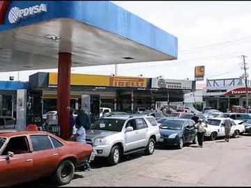 Además del coronavirus, Venezuela enfrenta otra crisis: la escasez de gasolina