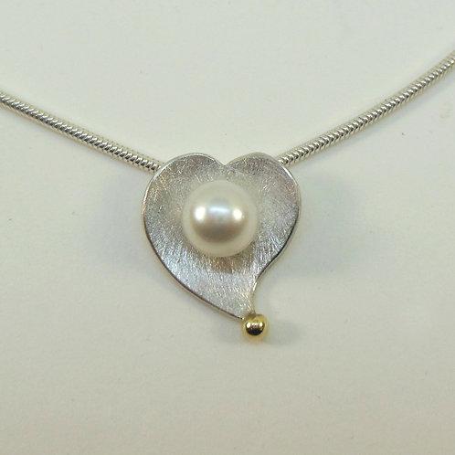 Halskette mit Anhänger in Herzform, Perlenanhänger