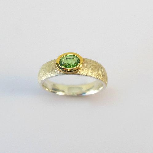 Ring mit Tsavorit ( grüner Granat )