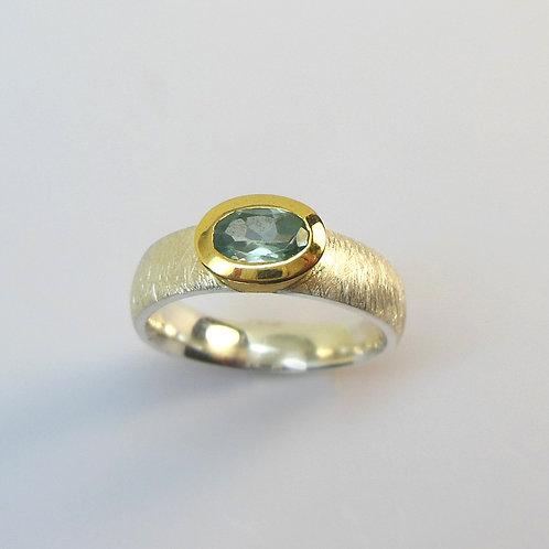 Ring mit blauem Zirkon