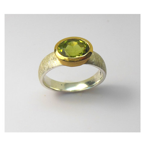 Ring mit Peridot
