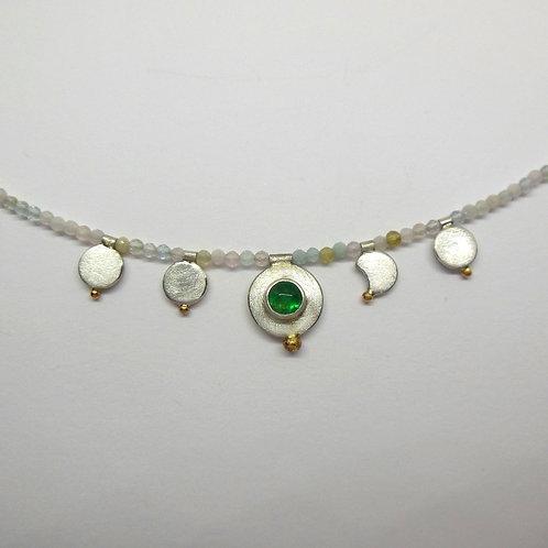 Halskette mit Smaragdanhänger und Morganitkette