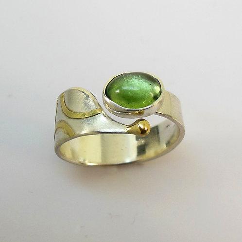 Ring mit Turmalin, Ring mit grünem Stein