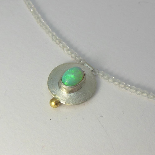 Halskette mit Opalanhänger, Halsschmuck mit Opal