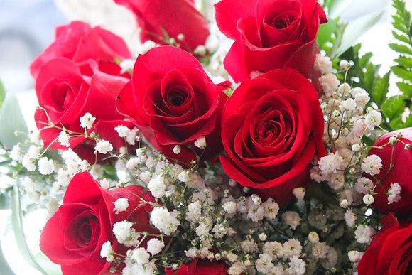 Bouquet de  6 roses avec garniture