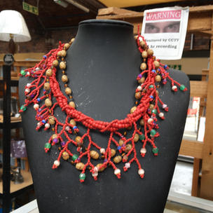 Jewellery & small curios