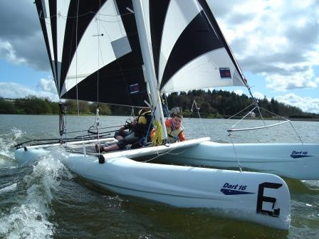 Catamaran Dart 16