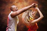 Paar das Salsa tanzt