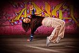 Junge Frau beim Video Clip Dancing