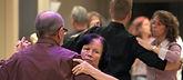 Tanzpaare im Erwachsenen Tanz Kreis