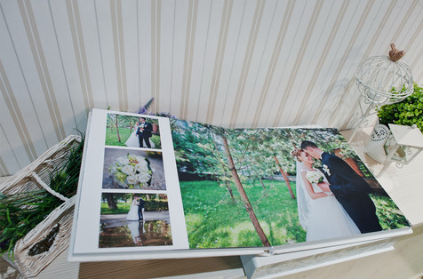 Twist white wedding photobook and album.