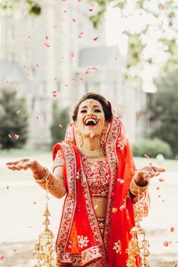 Stunning Indian bride dressed in Hindu t