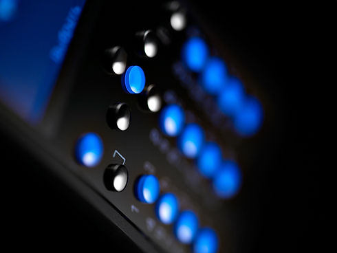 The sapphire buttons of the Luminoso.