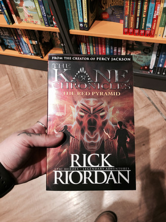 REVIEW: The Kane Chronicles: Red Pyramid by Rick Riordan.