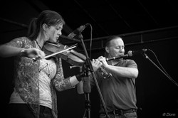 Ciara_Brennan_&_Chris_Dawson_-_festival,_Périgny,_France_-_photo_Dom_Ehanno.jpg
