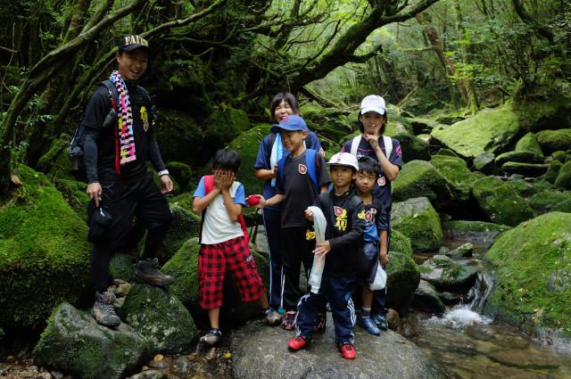 屋久島白谷雲水峡沢で写真