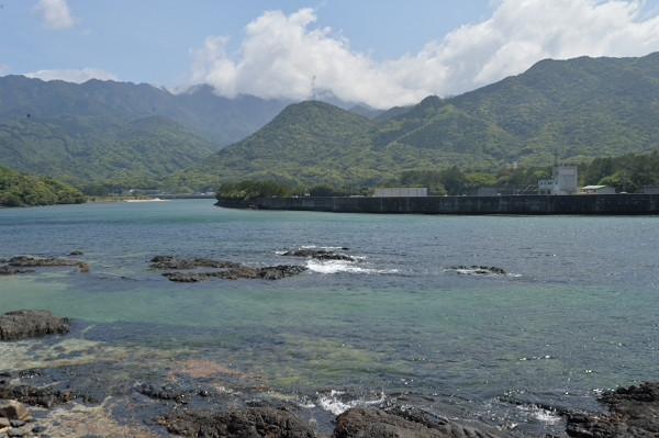 屋久島栗生川河口付近の風景