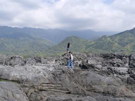 屋久島の山々と海岸線
