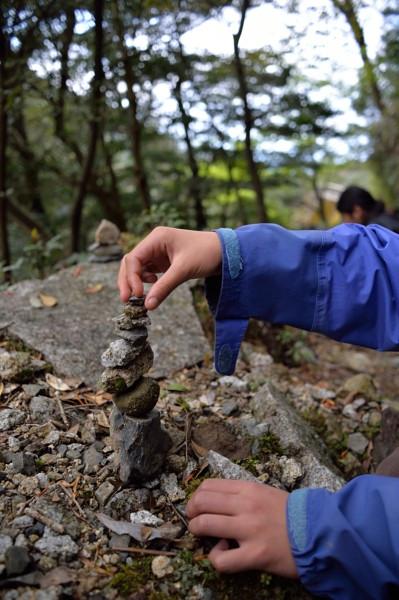屋久島白谷雲水峡のケルン、石積み遊び