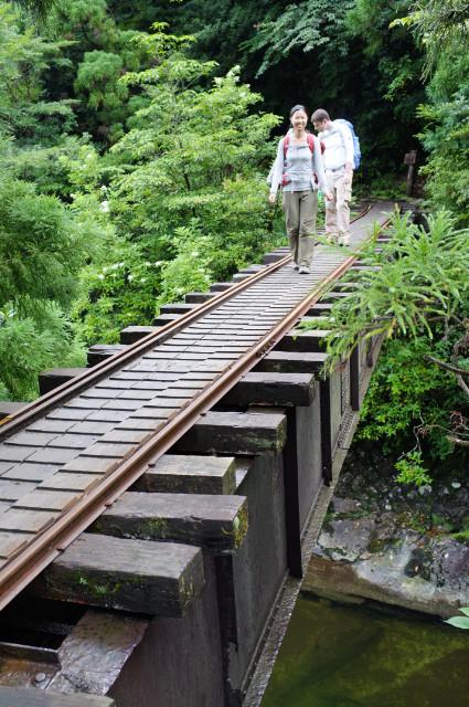 縄文杉トロッコ道の鉄橋にて