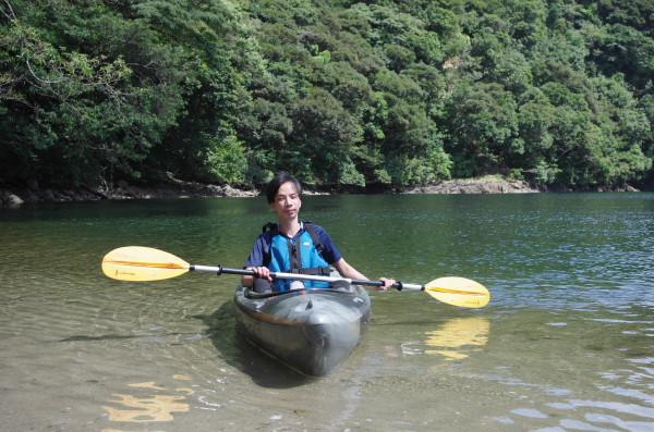 屋久島でカヌーを楽しむ
