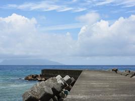 防波堤と口永良部島