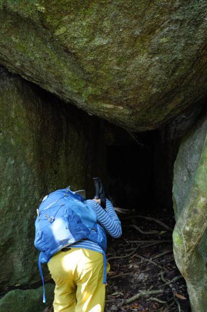 屋久島大岩を覗くと