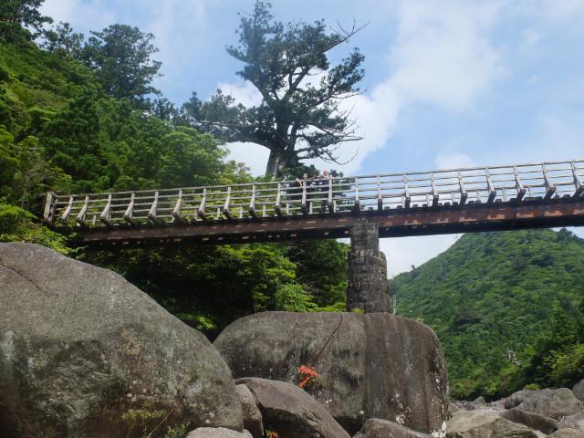 屋久島縄文杉ルートの鉄橋