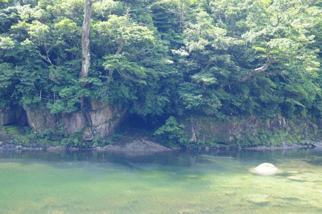屋久島エメラルドグリーンの川