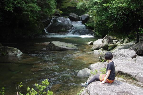 白谷雲水峡の清流でほっと一休み