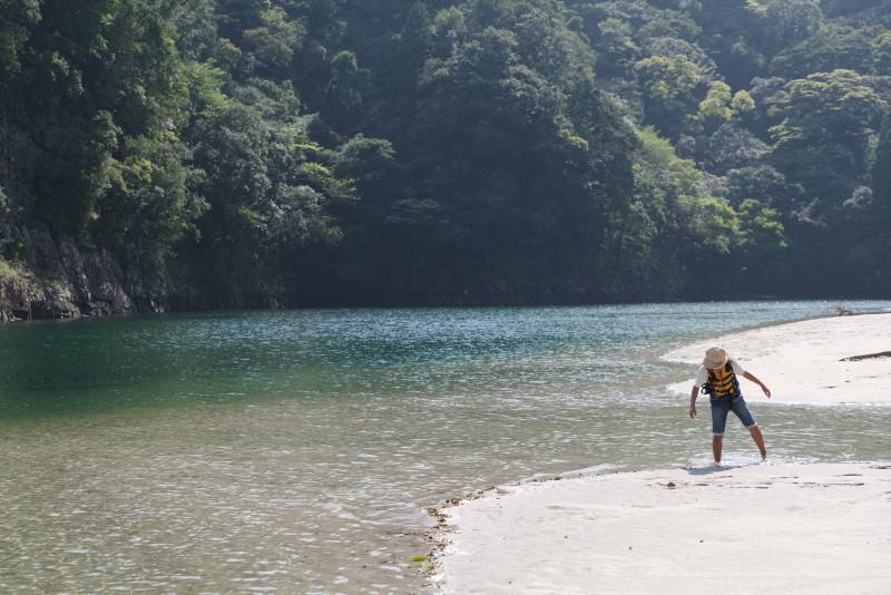 屋久島カヌーツアー中に水遊び