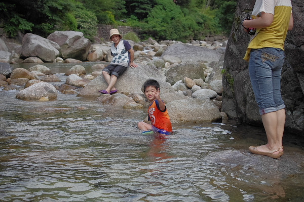 屋久島子供泳ぐ