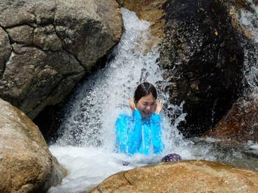 世界遺産の中で水遊び