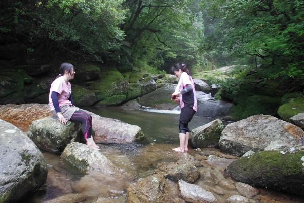 白谷雲水峡の河原で休憩