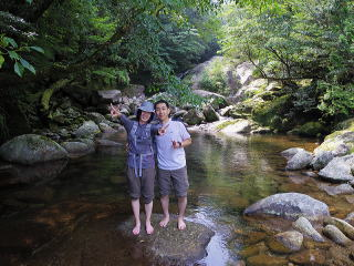 河原で休憩・屋久島白谷雲水峡