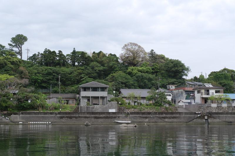 屋久島安房川の岸辺の住宅