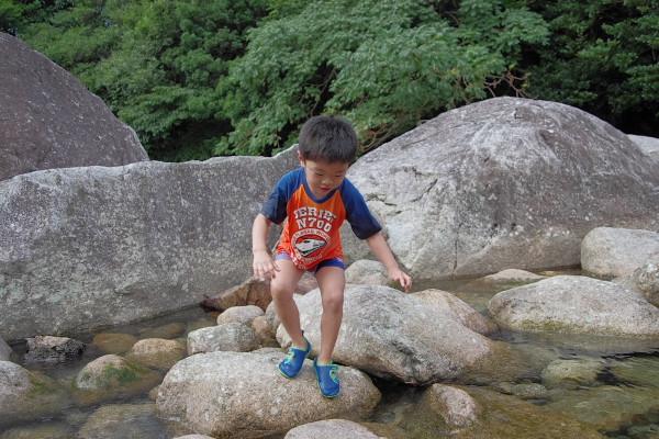 屋久島で川遊び