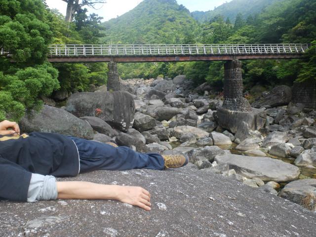 屋久島小杉谷で休憩