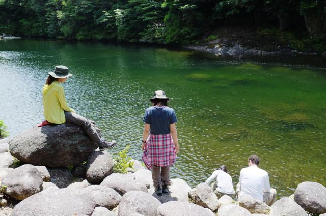 屋久島の沢で一休み