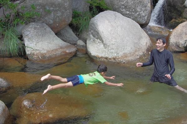 屋久島の沢で飛び込み